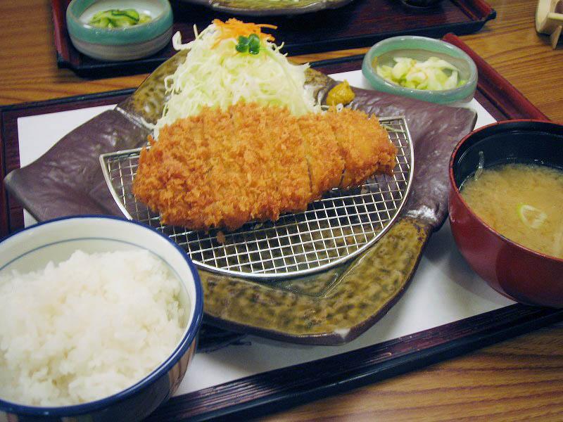 籠原拾六間フェスティバルガーデン内「かつ敏」のまんぷく定食