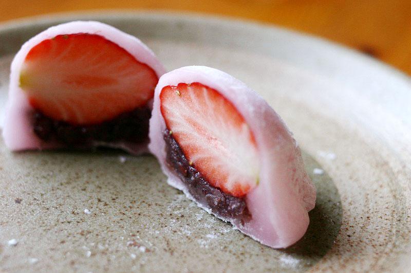 深谷市西島町「浜岡屋」の桜餅と草餅といちご大福二種