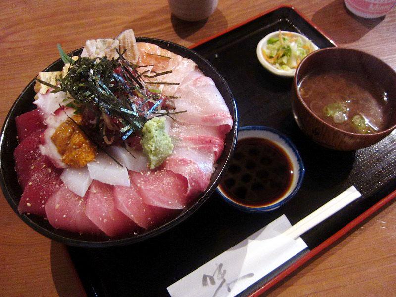 上尾市畔吉「高半」の海鮮丼(特大)