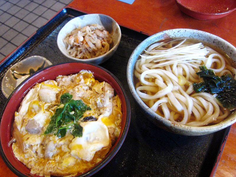熊谷市妻沼東5丁目「弘休」の親子丼セット