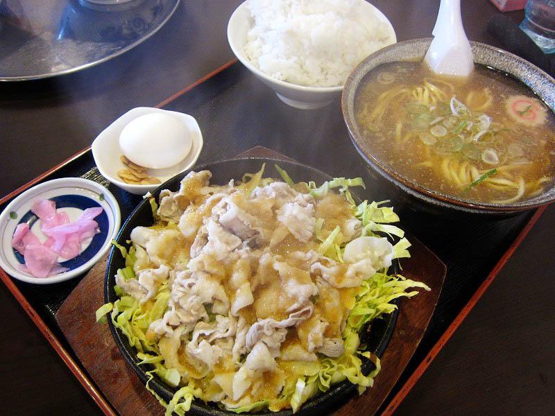 熊谷市代「大勝軒 赤ふじ」の鉄板赤ふじ飯