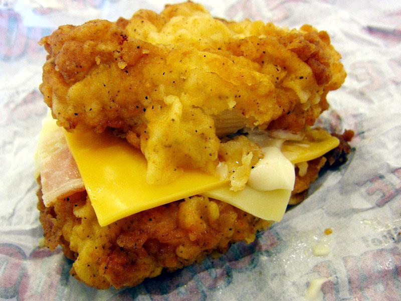 肉と肉と肉!!KFCの「チキンフィレダブル」を食べてみた。