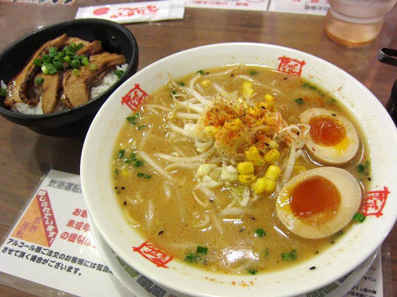熊谷市新堀「おおぎやラーメン」のみそラーメンあぶりチャーシュー丼セット
