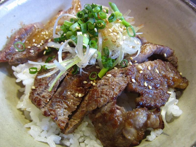 前橋市茂木町「BISTRO らくだや」のステーキ丼定食