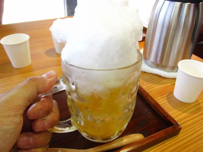 熊谷市美土里町1丁目「さわた 籠原自衛隊通り店」の雪くま『生ビール』と『生いちご』