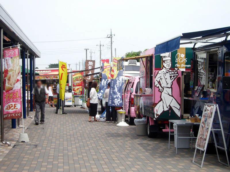 太田市粕川町「道の駅おおた」のケータリングカービレッジ他