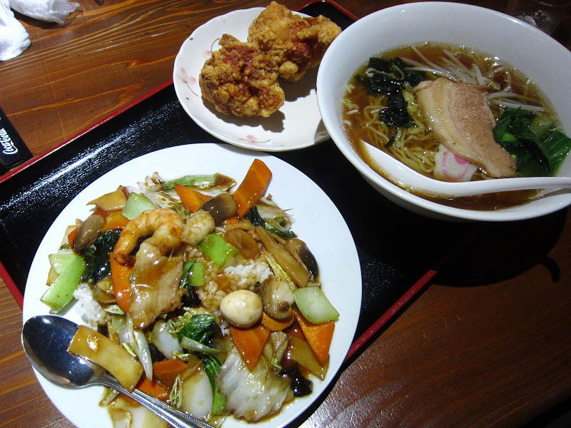 熊谷市新島「禧龍」の唐揚げ定食とラーメンセット