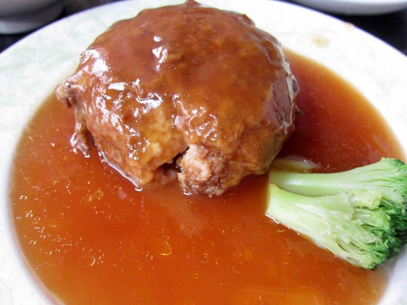 深谷市本田「吉家」の爆弾肉団子定食と唐揚げ定食