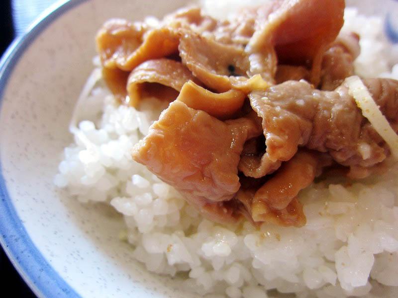 熊谷市上根「明治屋」のもつ煮・コロッケ定食と味噌ラーメン