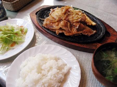 深谷市西島町2丁目「レストパーラー高原」の豚生姜焼き定食