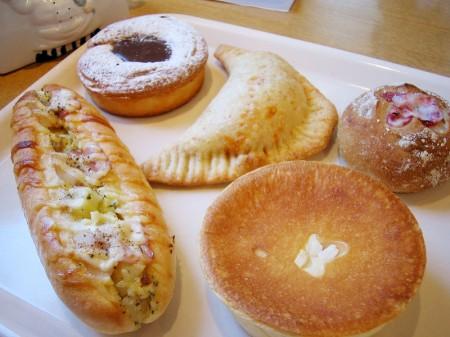 深谷市宿根「スワンベーカリー」のパン