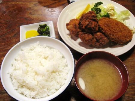 熊谷市拾六間「あらい食堂」のメンチカツ+から揚げ定食