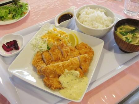 熊谷市万吉「すみれ食堂」のチキンカツ定食