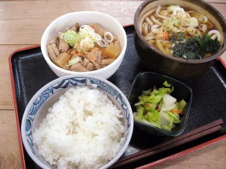 熊谷市西別府「食堂のびた」のもつ煮定食