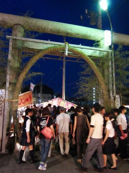 熊谷市宮町2丁目「高城神社」の胎内くぐり 2011年