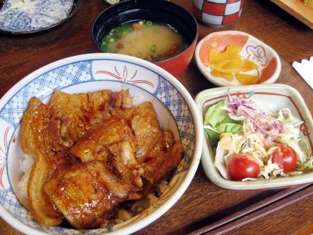 上里町七本木「いっちょう」の豚丼ととろづくし盛り
