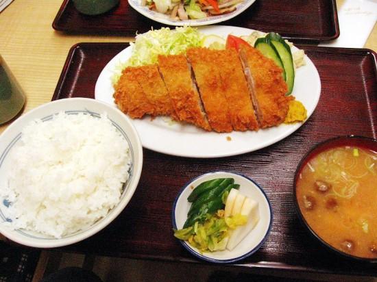 熊谷市新堀「成田屋」のとんかつ定食