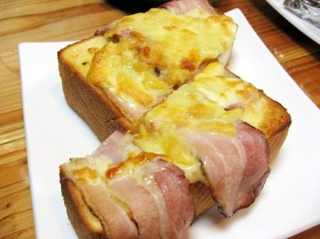 深谷市上野台「珈水亭 深谷店」のトーストとパフェ