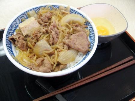 深谷市国済寺「吉野家 17号線深谷店」の牛鍋丼