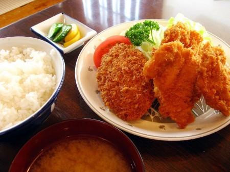 熊谷市拾六間「あらい食堂」のメンチカツ+チキンカツ定食