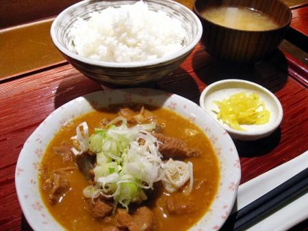 熊谷市佐谷田「加賀家食堂」のモツ煮定食とから揚げ定食