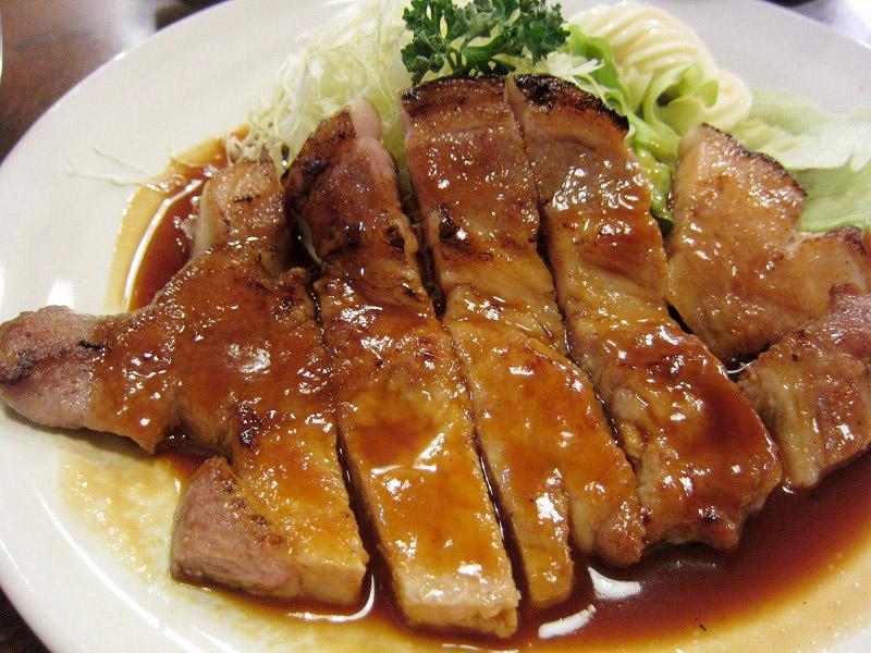 熊谷市拾六間「あらい食堂」のポークソテー定食