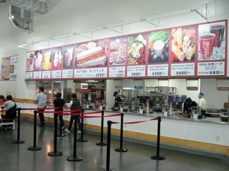 入間市宮寺「コストコ入間店」のホットドッグとピザ
