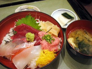 熊谷市佐谷田「采帆久亭」の海鮮丼と3色まぐろ丼