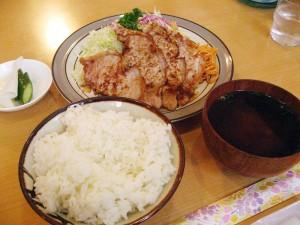 館林市下早川田町「キッチンカロリー」のしょうが焼き定食
