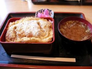 深谷市国済寺「田島屋」のカツ丼と鳥のカラアゲ定食