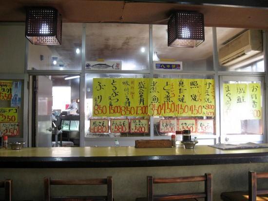 本庄市駅南1丁目「達よし」の味付けいくら丼と盛り合わせ丼