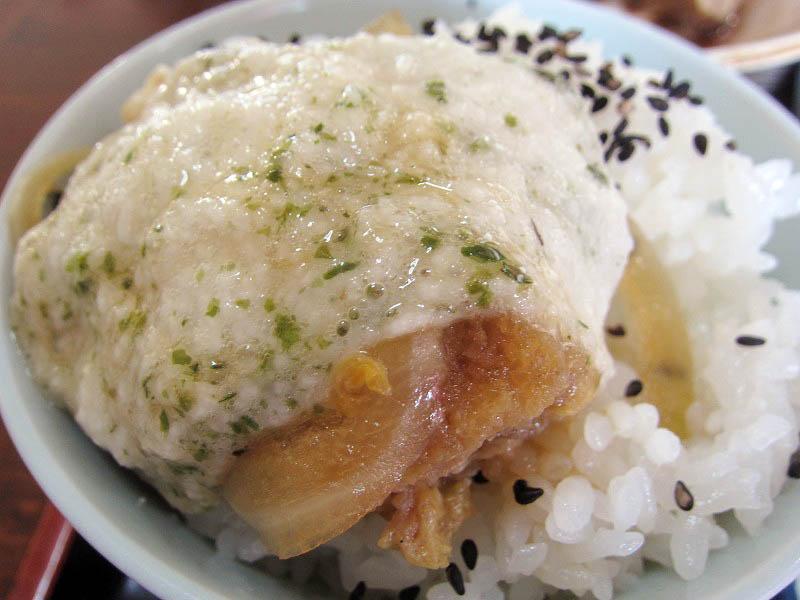 熊谷市妻沼「大むら」の本日のランチB(カツ煮 サラダ)