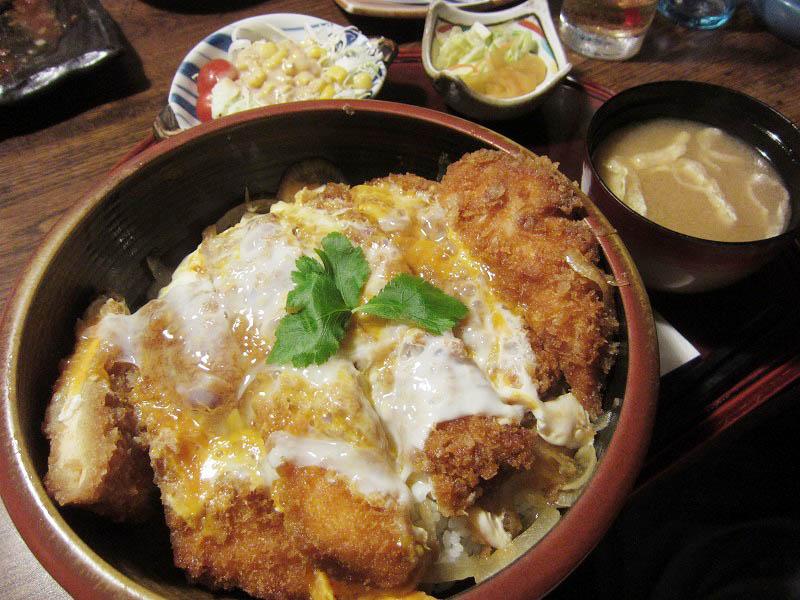 深谷市国済寺「いっちょう」のジャンボチキンカツ丼