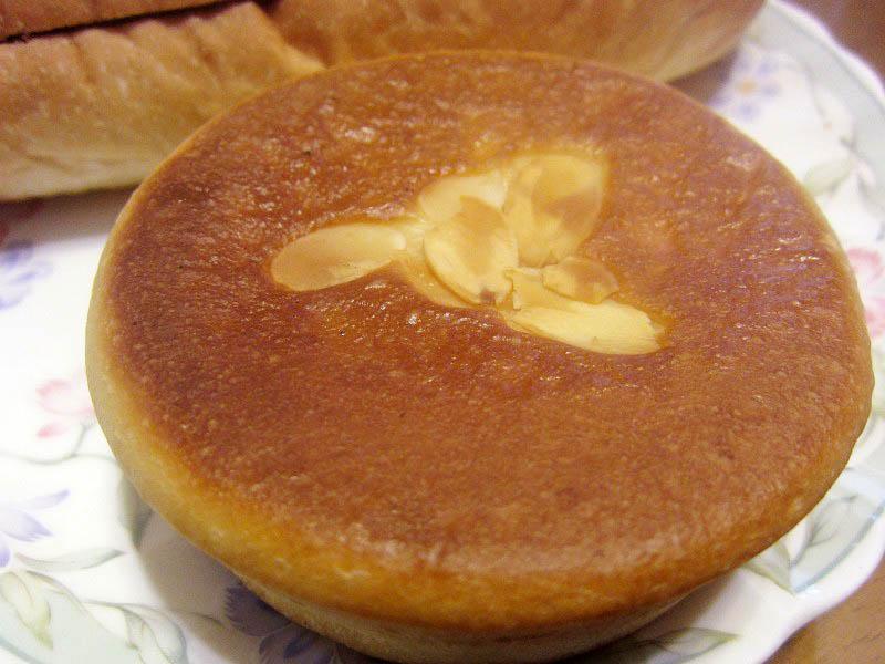 深谷市宿根「スワンベーカリー」のSWクリームパンといちごスティック他