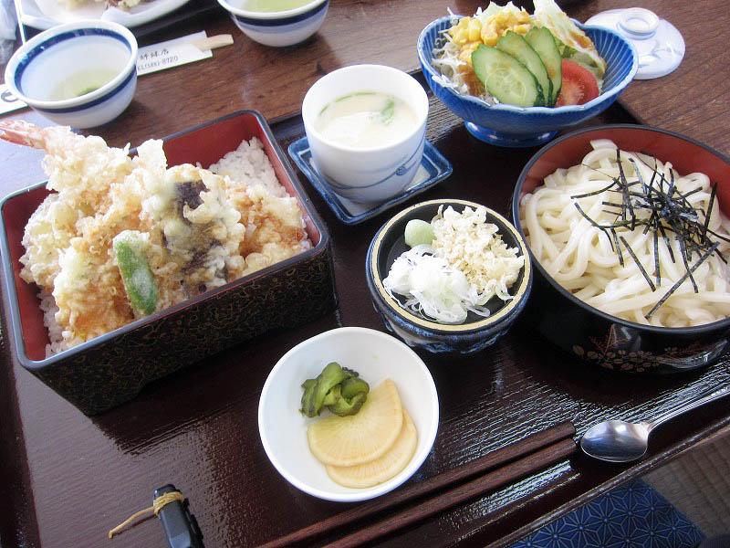 熊谷市妻沼中央「和とう」の天重セットとまぐろ刺身とまい茸天セット