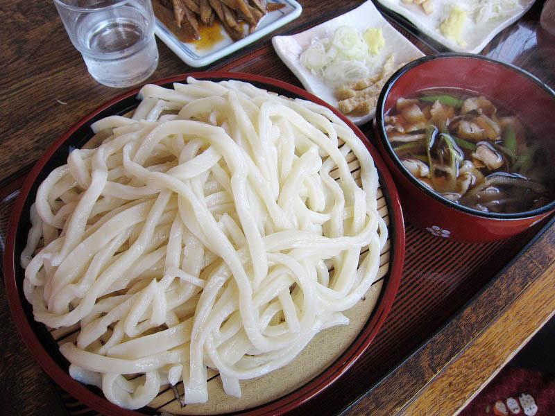 熊谷市千代「千代屋」の肉ねぎうどん大盛り