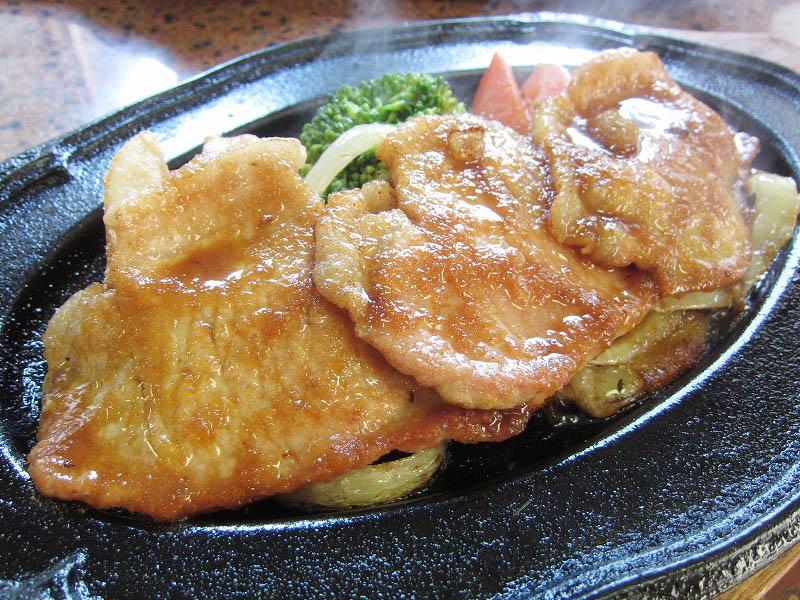 熊谷市別府5丁目「キッチン紅花」のポーク生姜焼きとイカ焼きと天ぷら茶そば