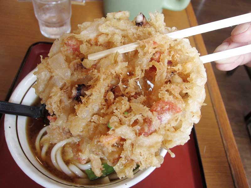 熊谷市「山田うどん 熊谷140号バイパス店」の冷やしおろし天ぷらうどん