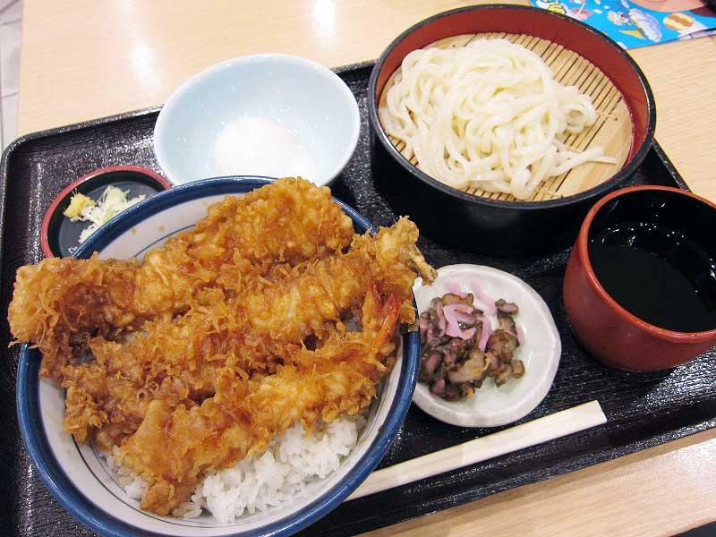 羽生イオンフードコート内「てんやおじさんの天ぷら屋台」の半熟卵付き大江戸天丼とうどんのセット