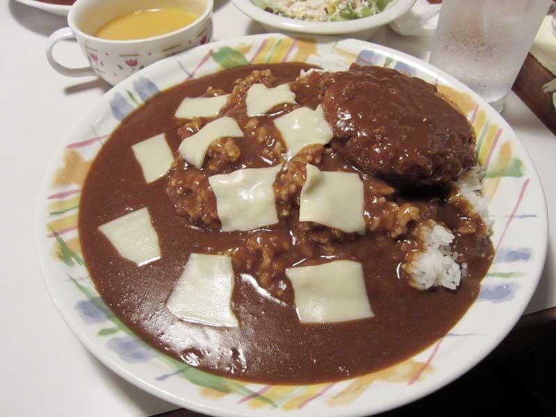 上里町七本木「モロッコ」のメンチカレー・山盛り・大辛+チーズ