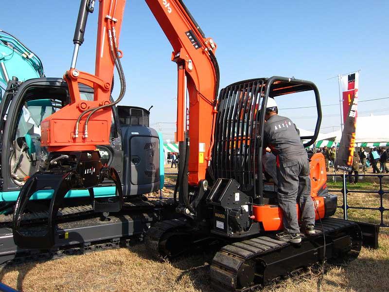 「2013森林・林業・環境機械展示実演会」が熊谷で開催されました