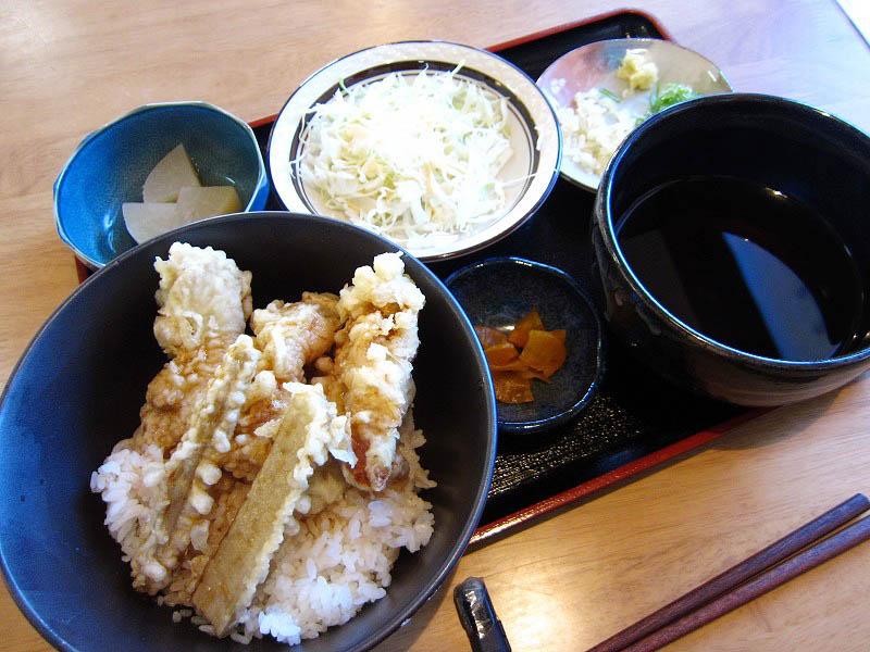 熊谷市拾六間「まるしば」の鶏天丼セット(大盛り)