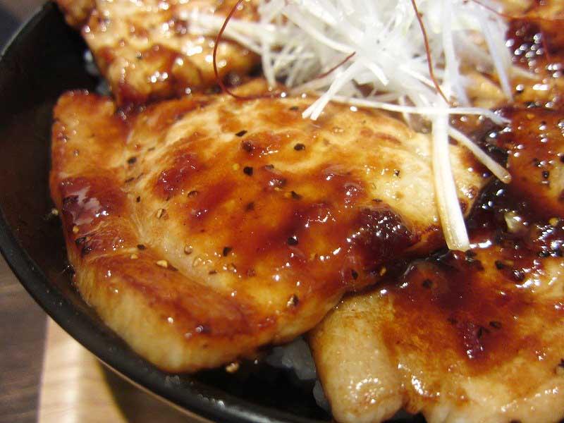 藤岡市上大塚「ぱくり亭」の豚丼(大盛り)