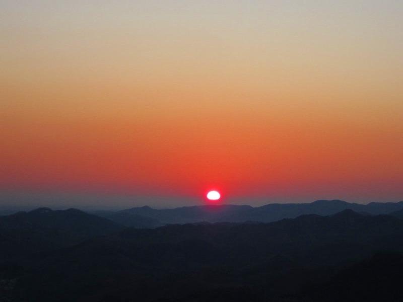 寄居町秋山「中間平」の初日の出