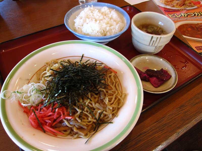 熊谷市「山田うどん 熊谷140号バイパス店」のパンチ焼きそばセット(消滅)