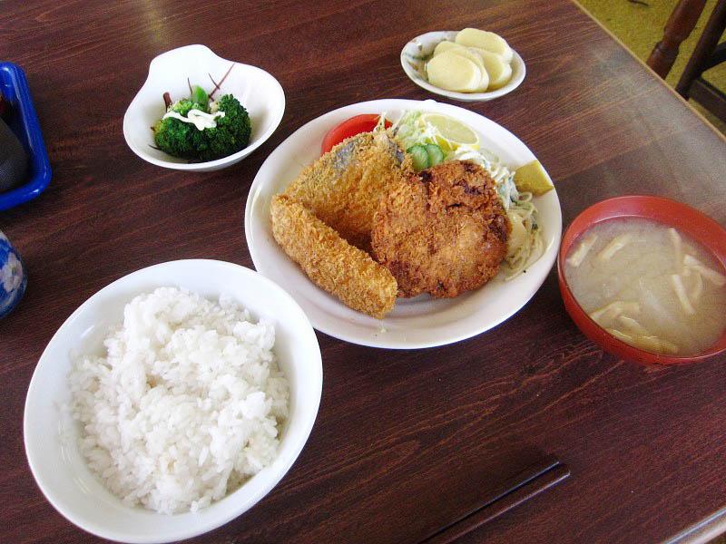 深谷市武蔵野「きくち食堂」のみっくすフライ定食