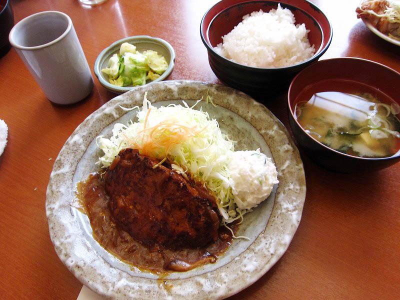 熊谷市新堀「とんふみ」のハンバーグ定食