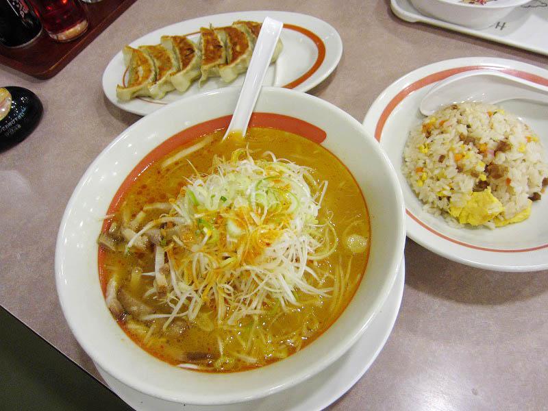 熊谷市新島「幸楽苑 熊谷新島店」のねぎラーメンと半チャーハンと餃子