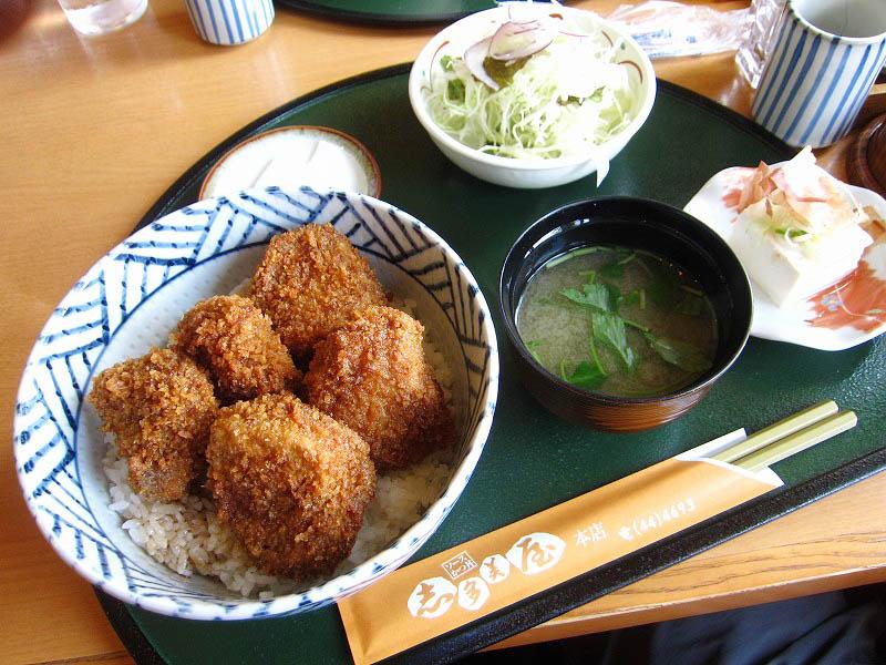 桐生市浜松町「志多美屋本店」の厚切りソースかつ丼