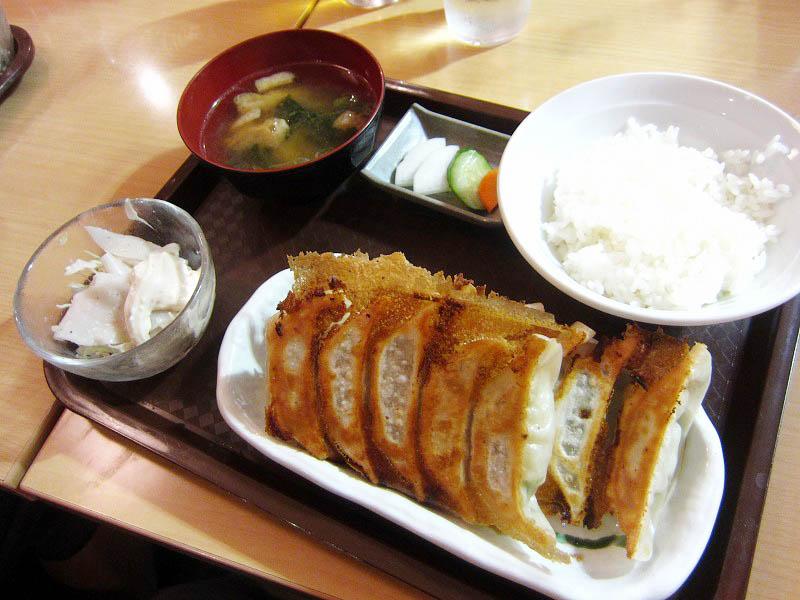 JR宇都宮駅ビルパセオ 2F 餃子小町「宇都宮餃子さつきJR店」のW餃子定食